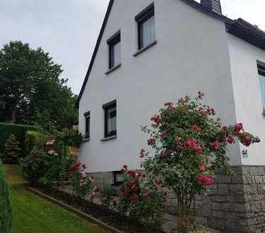 Das Haus für Sie ! Gute Lage, hervorragende Bausubstanz, schönes Grd.