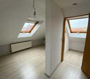 Schöne Maisonette 2-Zimmerwohnung mit Balkon in ruhiger Lage von Biebesheim
