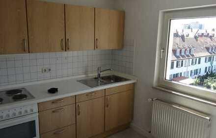 Schöne, helle zwei Zimmer Wohnung in zentraler und ruhiger Lage