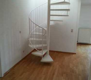 - RESERVIERT - Schicke 3 Zimmer Maisonettewohnung mit Balkon & TG-Platz nähe Brentano-Park