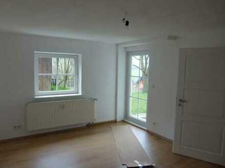 sonnige 3- Zimmerwohnung mit großem Garten und 2 Terrassen