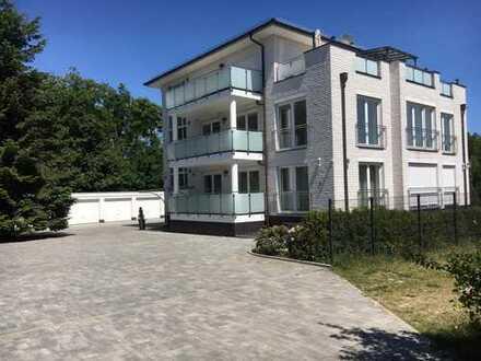 luxuriöse Wohnung mit vier Zimmern sowie Balkon, EBK und zwei Bädern in Achim-Uphusen