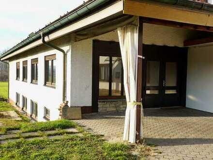 Tageslichtfreundliches Büro / Atelier mit gr. Lagerraum in 74933 Neidenstein