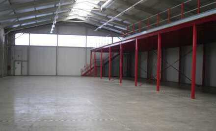 Tolle Halle mit ca. 750 m² zzgl. Sanitärfläche / Höhe 5,50 bis 8,00 Meter / PROVISIONSFREI