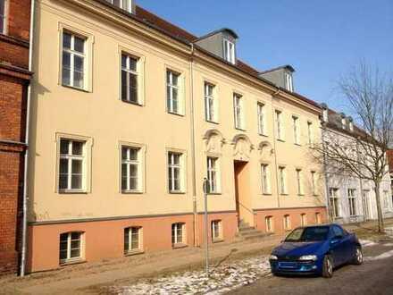 Große 1-Raum-Wohnung im Baudenkmal