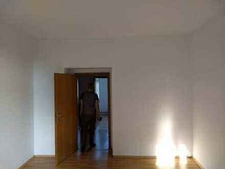WG Zimmer in geräumiger 3 Zimmer Wohnung zu vermieten
