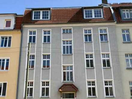 Attraktive 2-Zi.-Altbauwohnung mit Balkon