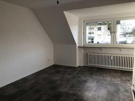 Schöne, komplett neu renovierte 3 Zimmer-Wohnung mit Balkon in Harpen!!!