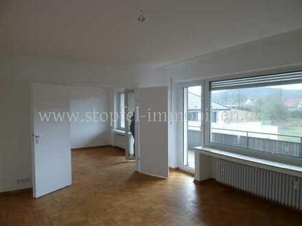 Wunderschöne-modernisierte-Etagenwohnung mit Balkon im Herzen von Dornberg