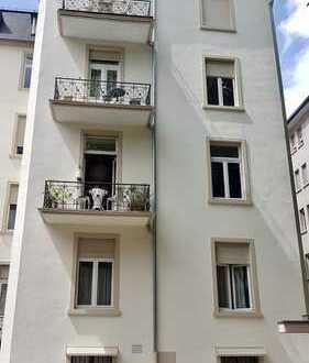 ...wunderschöne Altbauwohnung im Herzen vom Frankfurter Westend sucht neuen Besitzer.