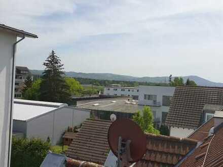 Luxuriöse Maisonette Wohnung mit Blick auf die Bergstrasse und Highspeed-Internet inklusive!