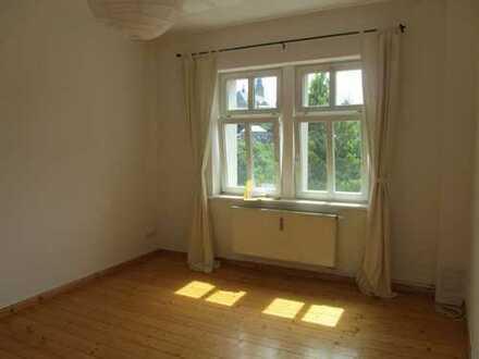 Schöne, helle, ruhige 2 Zimmer Altbauwohnung
