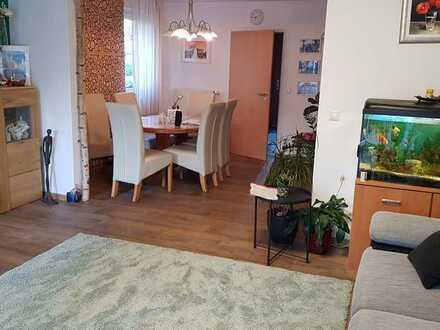 Freundliches Reihenendhaus mit fünf Zimmern und Einbauküche in Ost, Bamberg