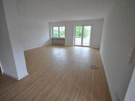 Großzügige 3½ Zimmerwohnung mit Balkon, neuer EBK und Weitblick - frei zum 01.04.2020