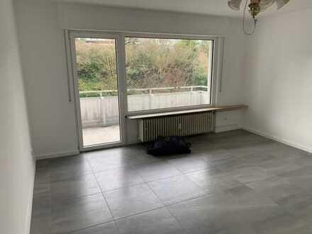 Schöne 3 Zimmerwhg. mit Badewanne, Balkon, komplett renoviert