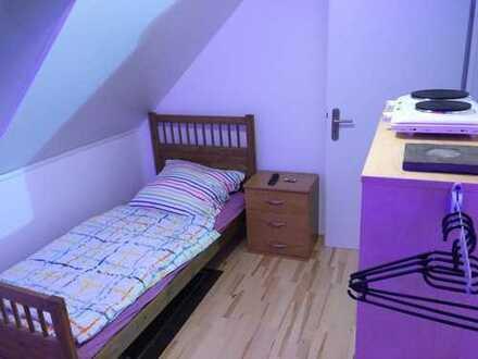 TÜTA-OG2-WEST-Z5 schönes möbliertes Zimmer in SHA-Kreuzäckersiedlung