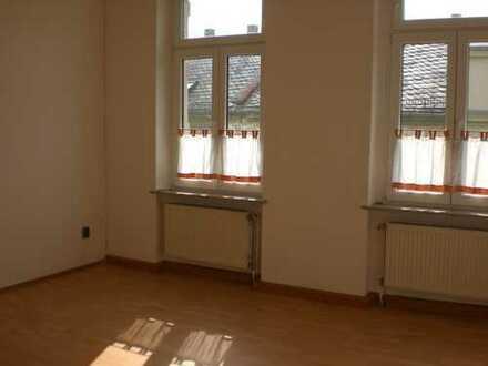 Günstige, modernisierte 3-Zimmer-Wohnung mit Einbauküche in Oelsnitz/Vogtland