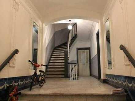 Hochwertig sanierte 3-Zimmer Hochparterre-Altbauwohnung, sehr ruhig gelegen