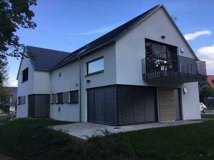 Neuwertige Erdgeschosswohnung mit drei Zimmern sowie Terrasse und Einbauküche in Bad Schussenried