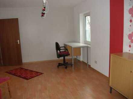Gemütliche 2-Zimmer-Hochparterre-Wohnung mit Balkon und Einbauküche in Heidelberg
