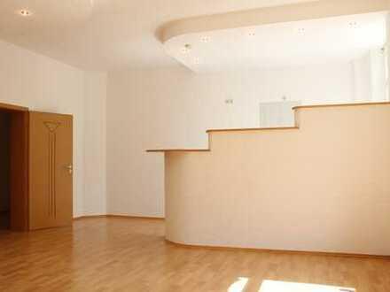 Tolle 2,5 Raum EG-Wohnung mit 65 m², offene Küche,Laminat,Abstellraum,Bad mit Wanne
