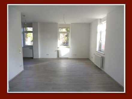 Großzügige und frisch renovierte Etagenwohnung in kleiner Wohneinheit!