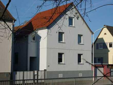 Zweifamilienhaus mit neun Zimmern in Darmstadt, Wixhausen