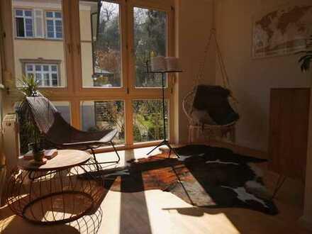 Stilvolle, möblierte, 2-Zimmer-Maisonette-Wohnung mit Balkon und Einbauküche mit Top-Aussicht