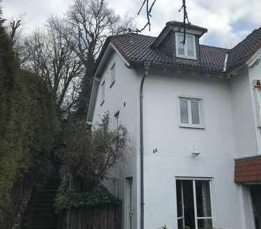 Möblierte, schöne, ruhige, gepflegte 1-Zimmer-Erdgeschosswohnung mit Einbauküche in Wiesbaden