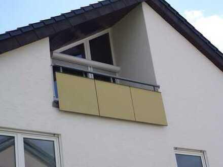 Top gepflegte 1,5 Zimmer Dachgeschoss Wohnung mit EBK, Balkon sowie Stellplatz in Gärtringen,WM:495€