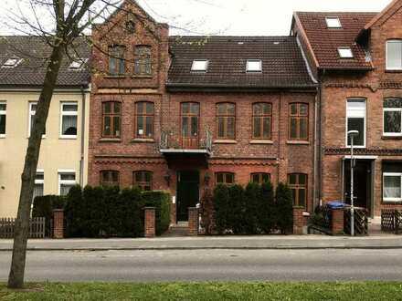 Stilvolle, gepflegte 1-Zimmer-Erdgeschosswohnung mit Einbauküche in Lüneburg