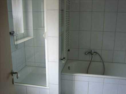 Helle 3-Zimmer-Wohnung mit Tageslichtbad und Einbauküche in Ludwigshafen, Maudach