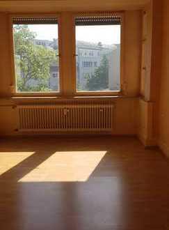 Große 3,5-Zi.-Altbauwohnung, zentral, dennoch ruhig gelegen in Pfhm-Nordstadt