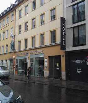 Ladengeschäft - vormals Friseursalon - im Zentrum Münchens