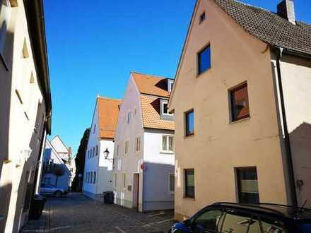 Friedberger Altstadt: Bezugsfrei und modernisiert! Weiteres Ausbaupotential und Stellplatz!