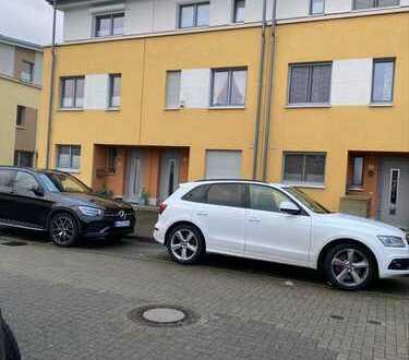 Merheim-Familienfreundliches, topgepflegtes Reihenmittelhaus mit überdachter Terrasse + Garten