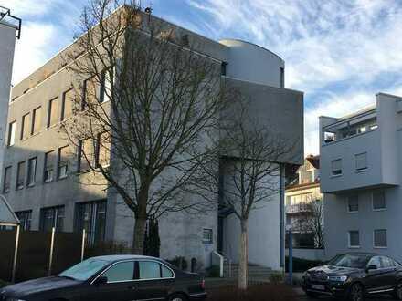 Schöne Büro-/Praxisräume in KA-Neureut (provisionsfrei) kurzfristig verfügbar