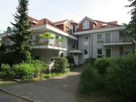 Stilvolle, gepflegte 2-Zimmer-Erdgeschosswohnung mit Terrasse und EBK in Kleinmachnow