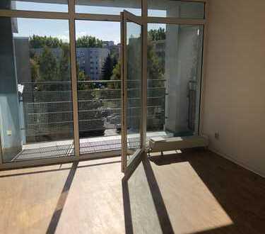 Helle 2-R-Wohnung mit Balkon & Aufzug