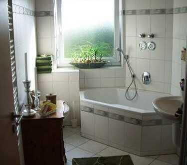Exklusive 2–Zimmerwohnung mit Balkon idyllisch an den Rheinauen gelegen,Provisionsfrei vom Eigentüme