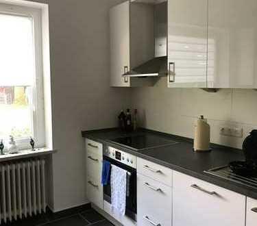 Wohnen im Grünen mit großer Dachterrasse, neuem Bad und neuer Küche!