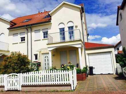 Exklusive Doppelhaushälfte in Erlensee ab sofort