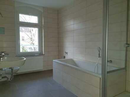 Attraktive 2-Zimmer-Etagenwohnung mit Balkon und Kaminofen im 2. OG, Erstbezug, hochwertig saniert