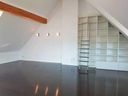 Top-Modernes, renoviertes 2,5 Zimmer-Dachstudio im Esslinger-Zentrum