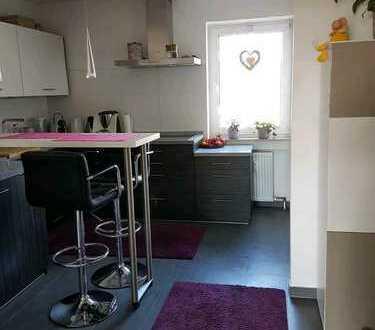 Stilvolle, sanierte 3-Zimmer-Wohnung mit Balkon und Einbauküche in Wiesbaden