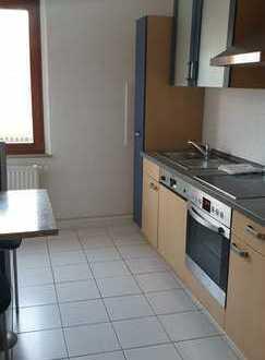 Preiswerte, modernisierte 2-Zimmer-Dachgeschosswohnung mit EBK in Penig