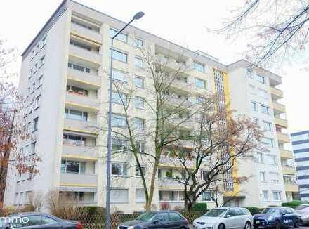 Clever anlegen! Kernsanierte, sehr helle Zwei-Zimmer-Wohnung mit Balkon in Köln Nippes.