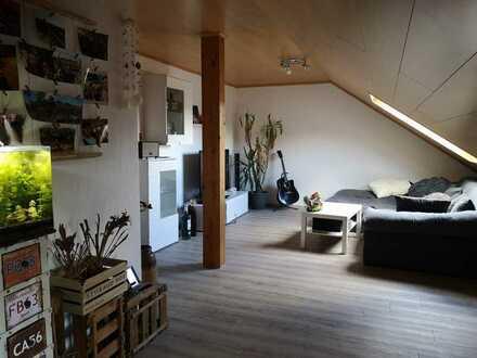 Gepflegte 3-Zimmer-DG-Wohnung mit Balkon und Einbauküche in Ubstadt-Weiher