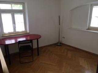 Helles Wohn-/Atelier-/Bürozimmer zu vermieten mit Küchen- und Badbenutzung