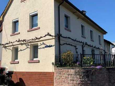 Einfamilienhaus mit viel Charme und viel Potential ! In TOP Lage direkt am Neckar!